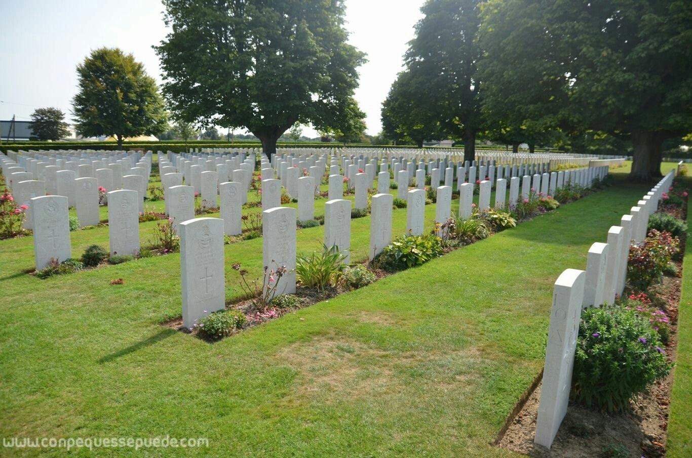 Tumbas en el cementerio británico de Bayeux