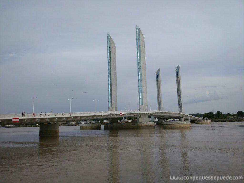 Puente Jacques-Chaban-Delmas