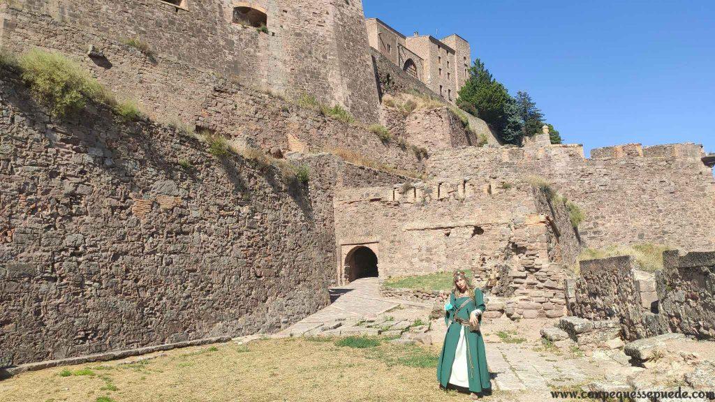 La visita al castillo comienza desde el exterior y se acaba conociendo los lugares más importantes