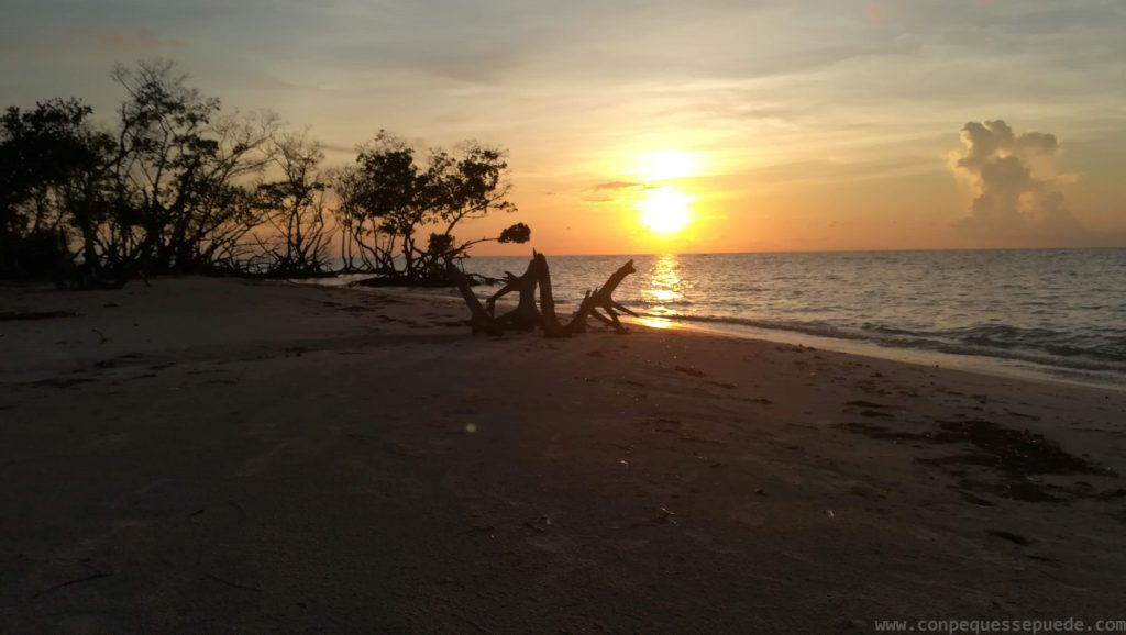 Puesta de sol prácticamente solos en Cayo Jutías